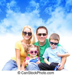 szczęśliwa rodzina, w, lato, z, chmury