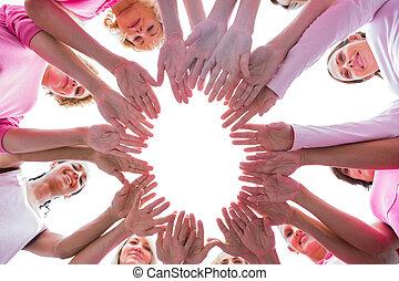 szczęśliwi kobiety, w, koło, chodząc, różowy, dla, rak piersi