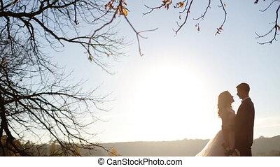 szczęśliwy, ślub, coupleshot, w, powolny ruch, zatkać się