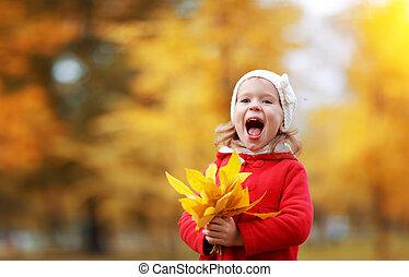 szczęśliwy, dziecko, dziewczyna, śmiech, z, liście, w, jesień
