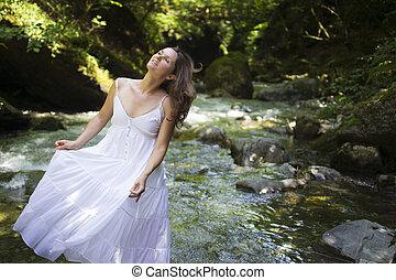szczęśliwy, dziewczyna, w, przedimek określony przed rzeczownikami, las