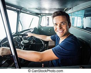 szczęśliwy, firetruck, napędowy, strażak
