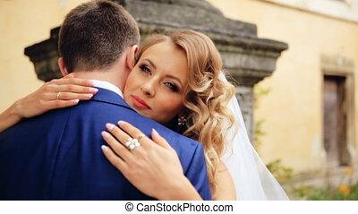 szczęśliwy, i, radosny, poślubna para, pokaz, konserwator, emocje, do, każdy, inny., strzał, w, powolny ruch, zatkać się