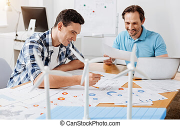 szczęśliwy, istota, dwa, kalkulacje, błąd, znaleźć, inżynierowie