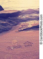 szczęśliwy, kochanek, i, dom, z, sercowa forma, pociągnięty, na, plażowy piasek