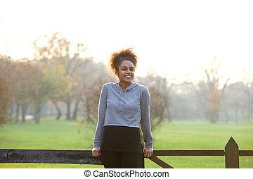 szczęśliwy, młoda kobieta, reputacja, outdoors, w, natura