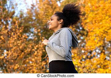 szczęśliwy, młoda kobieta, wyścigi, outdoors