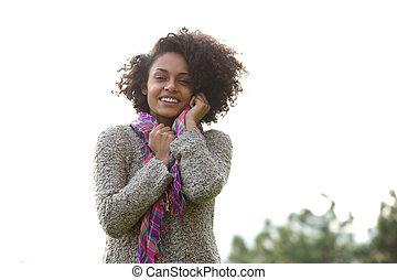 szczęśliwy, młody, mieszany prąd, kobieta uśmiechnięta, outdoors