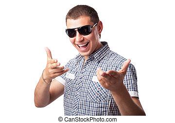 szczęśliwy, młody, tło, odizolowany, forefingers, człowiek, widać, uśmiechanie się, sunglasses, biały