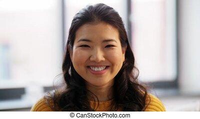 szczęśliwy, młody, uśmiechanie się, portret, kobieta, asian