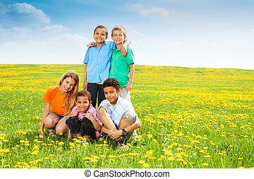 szczęśliwy, mniszki lekarskie, piątka, dzieciaki