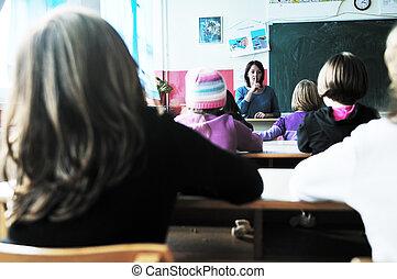 szczęśliwy, nauczyciel, klasa, dzieciaki, szkoła