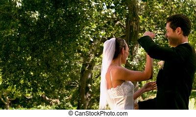 szczęśliwy, newlywed, para taniec, w, t