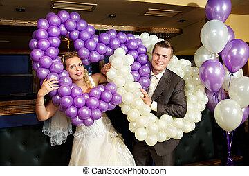 szczęśliwy, panna młoda i oporządzają, z, powietrze, balony