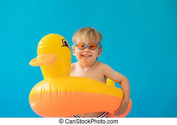 szczęśliwy, portret, żółta kauczukowa kaczka, dziecko
