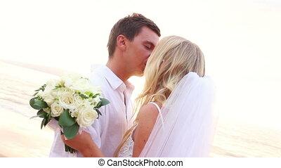 szczęśliwy, romantyk, panna młoda i oporządzają