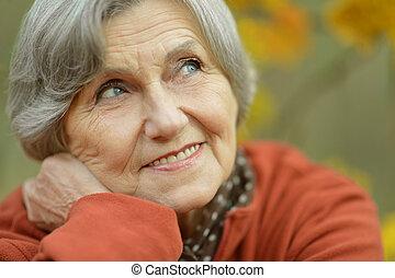 szczęśliwy, starsza kobieta