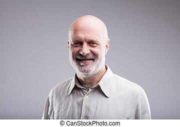 szczęśliwy uśmiechnięty, łysy, dziad