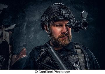 szczelnie-do góry, żołnierz, obserwuje, brodaty, otoczenie, szczególna siła, noc, portret, goggles., widzenie
