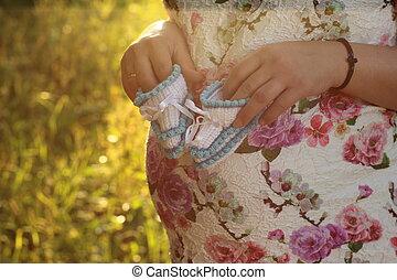 szczelnie-do góry, dzierżawa, brzemienny, park, młody, girl., zdobycze, siła robocza, dziewczyna niemowlęcia