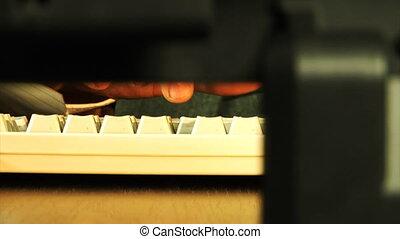 szczelnie-do góry, pisząc na maszynie, pomyłka, czas