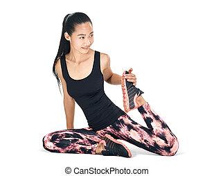szczupły, atak, młody, orientalna kobieta, posiedzenie, rozciąganie, na, jej, noga
