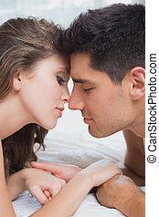 szegély kilátás, közül, romantikus összekapcsol, ágyban, otthon