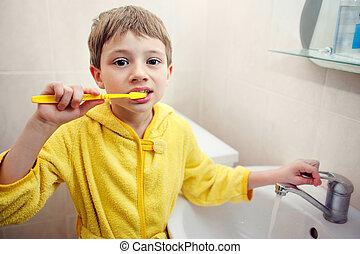 személyes, hygiene., törődik, közül, egy, szóbeli, cavity., a, fiú, söpör, teeth.