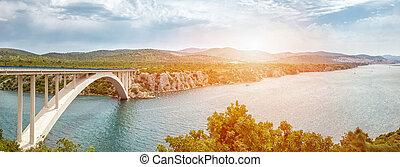 szenische ansicht, von, a, brücke, führen, zu, ein, alte stadt, von, sibenik, in, kroatien