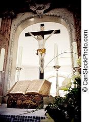 szent bible, és, menstruáció, képben látható, oltár, alatt,...
