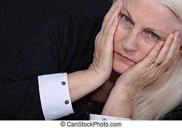 szenvedés, nő, öregedő
