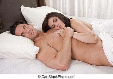 szerető, fiatal, meztelen, erotikus, érzéki, párosít in ágy