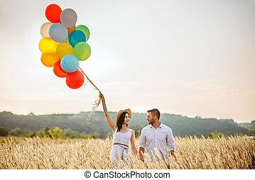 szeret, párosít, noha, colorful léggömb, alatt, egy, rozs, mező