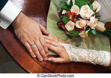 szeret, touching., esküvő párosít, kéz, alatt, kézbesít