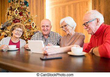 szerkentyű, vidám, használ, idősebb ember, kávéház, barátok