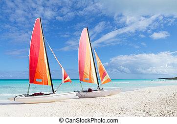 szeroki, kubanka, barwny, plaża, dwa, katamarany, biały, ...