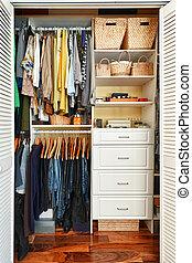 szervezett, beépített szekrény