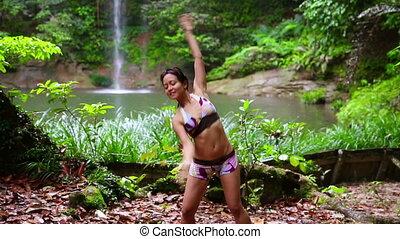 szexi, táncos, képben látható, vízesés, alatt, rainforest