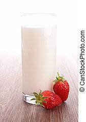 szklane mleko, truskawka