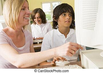 szkoła, badając, komputer, przód, nauczyciel, uczeń