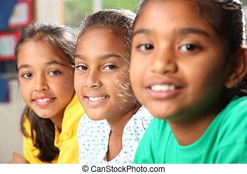 szkoła, hałas, dziewczyny, trzy, uśmiechanie się
