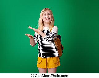 szkoła, oklaski, odizolowany, zielone tło, uśmiechnięta dziewczyna