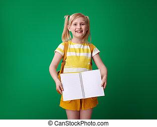 szkoła, pokaz, odizolowany, notatnik, zielone tło, dziewczyna, otwarty