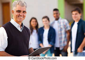 szkoła, sędziwy, wysoki, środek, męski nauczyciel