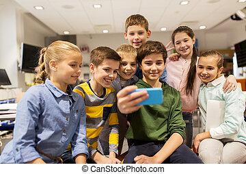 szkoła, smartphone, grupa, wpływy, dzieciaki, selfie