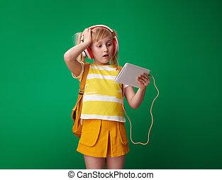 szkoła, tabliczka, zainteresowany, słuchawki, patrząc, pc, dziewczyna