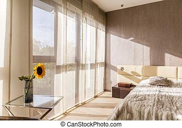 tágas, kényelmes, hálószoba
