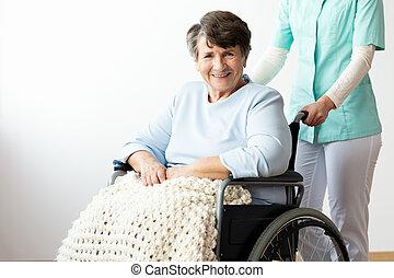 támogató, nő, tolószék, meghibásodott, idősebb ember, ápoló, boldog