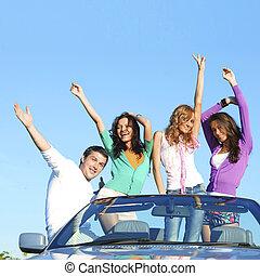 táncol, autó, barátok