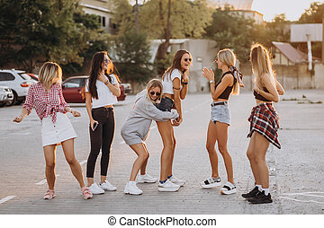 táncol, autó, hat, liget, young women